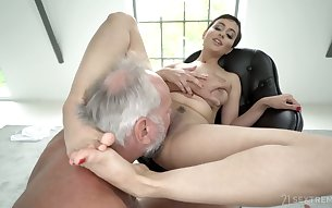 Kinky black head Yasmeena gets her wet pussy licked well