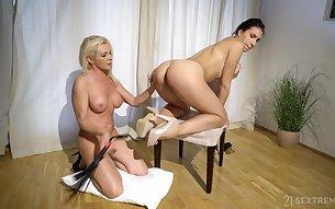 Blindfolded brunette teen pleasured by her blonde roommate