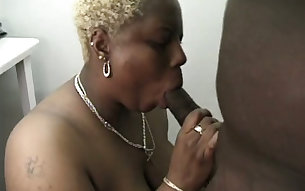 Chubby short haired blond mature nympho gives not bad blowjob to BBC
