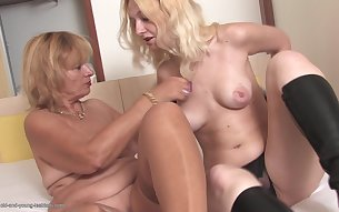 Cute big booty mature lesbian roughly drilled using strapon
