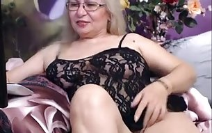I chat with beautiful granny and watch her pleasing herself