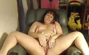 This fat ass webcam slut puts her clothespins to good use