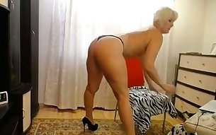 This mature woman must be in the dictionary's definition of the word PAWG