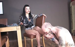 Miss Velour drills her pussy with a dildo while a slave licks her feet