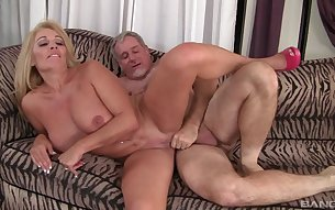 Busty mature gets laid on a couch and accepts cum on tits