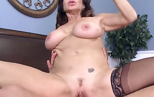 Buxom mature tramp Tara Holiday let her dude lick her muff a lot