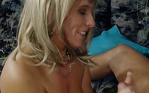 Mature mom in a wig is fucking dirty in hardcore video